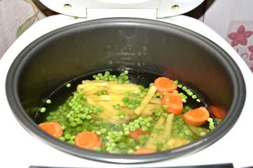Шаг 2. Гороховый суп-пюре из зеленого горошка в мультиварке