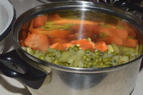 Шаг 3. Гороховый суп-пюре из зеленого горошка в мультиварке