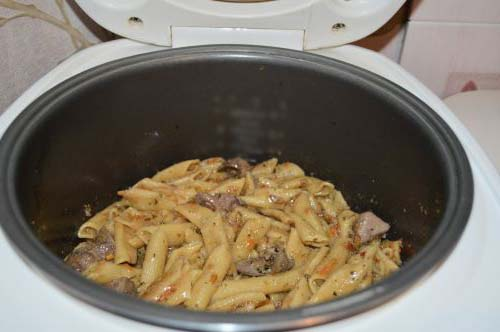 Шаг 5. Макароны с куриной печенью в мультиварке