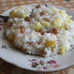 ris-s-izyumom-kokosovim-molokom-i-orexami-keshyu-povostochnomu-v-multivarke